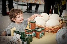 Mercato agricolo uova di struzzo